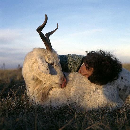 © Alessandra Sanguinetti / Magnum Photos, ARGENTINA. Buenos Aires. 1998. Belinda with Rosita.