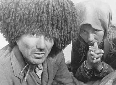 couple Karakalpak, compagnons díElla Maillart à Kopalik, près de Hiva, Ouzbékistan, 1932