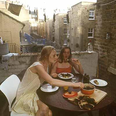 © Tea Mäkipää . sisters 2003 london