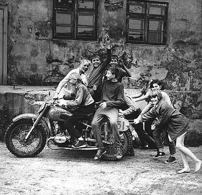 Antanas Sutkus, Erste Rocker in Litauen, Klaipeda 1974, Fotografie, 36 x 36 cm, Courtesy Union of the Lithuanian Art Photographers
