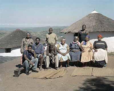 David GoldblattThe Mthethwa Family, 2002MaMagwaza, Nsikayezwe Mthethwa, Mfanawezulu Mthethwa, Qondokuhle Mthethwa, Zizwezonke Mthethwa, MaNthuli, aYengwayo, Nduduzo, MaBiyela, MaNtshangaseColor photograph