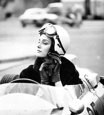 Judy Dent im Fahrerlager auf der AVUS, Berlin 1963, Foto: F.C. Gundlach