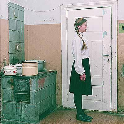 Erika Bialowons>In Ururgroßmutters Küche< aus der Serie: Memelland (2003)Preisträger Kodak FOTOSOMMER Award