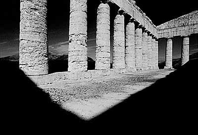 tief schwarz - Bildfolgen 1999-2003 / Tempelruine