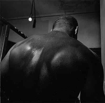 Larry Fink, Blue Horizon Gym (Back), Philadelphia, Pennsylvania, 1997. Copyright the artist, courtesy of Stephen Cohen Gallery.
