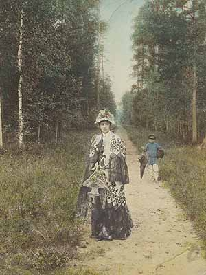 Alexey MazurinHaving a Stroll 1898Golosovsky collectionCopyright © Moscow House of Photography