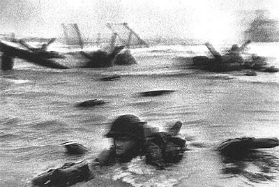 D-Day,Omaha Beach, Normandia, 1944 Robert Capa © Magnum Photos