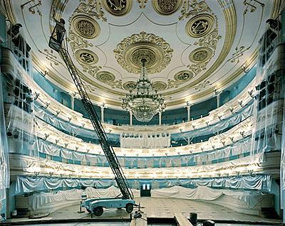 Opera House, Irkutsk, 2003 68,5 x 87,5 cm / 76,2 x 101,6 cm, C-Print, Edition 10