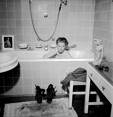 David E. Scherman Lee Miller in Hitlers Badewanne, Hitlers Wohnung, München, 1945 © Lee Miller Archives, England 2006. Alle Rechte vorbehalten.