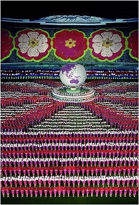 Andreas GurskyPyongyang 1, 2007307 x 215,5 cmC-Print© Andreas Gursky / VG Bild-Kunst, Bonn 2007Courtesy Monika Sprüth / Philomene Magers