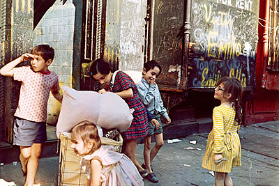 Helen Levitt Untitled, New York (laundry bags and kids), 1972 40 x 50 cm, Chromogenic Print