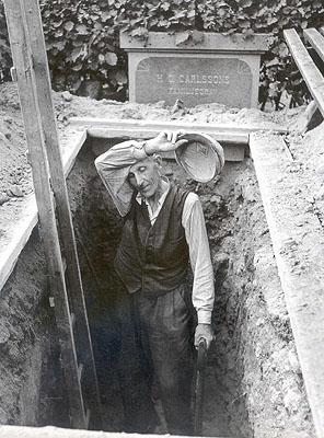 Sune Jonsson, Farmer and graveyard worker Hjalmar Nyberg, 1956