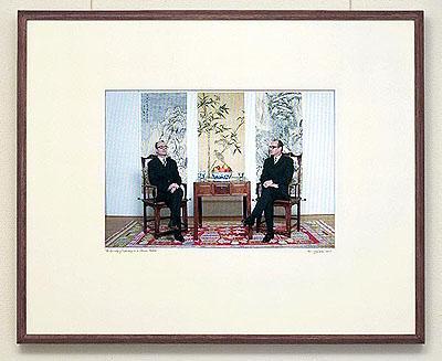 Ger van ElkSymmetry of Diplomacy in a Chinese Fashion2005Vidéo sur écran plasma82,2 x 100,2 x 5,6 cmCollection de l'artiste