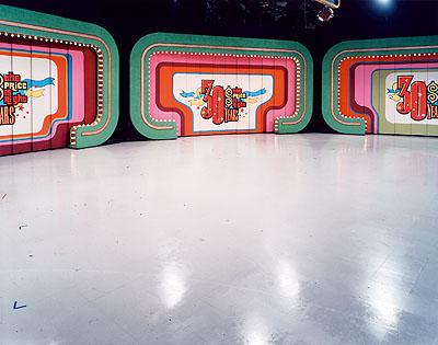 Caroline Hake, UNIGLORY,TV-Set, 70 X 95 cm, c-print, 2002