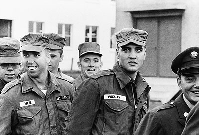 © Robert Lebeck . Elvis Presley in Friedberg, Hessen 1958
