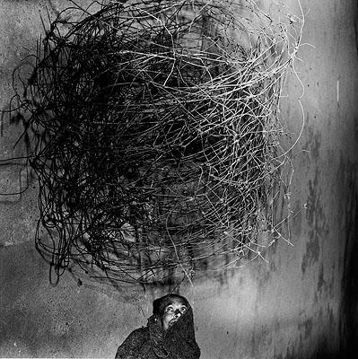 Roger Ballen. Twirling wires, 2001 © Roger Ballen. Courtesy Galerie Johnen & Schöttle, Köln