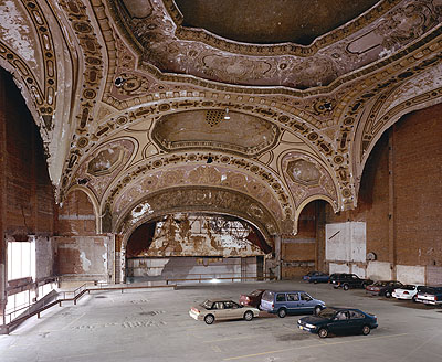 Stan Douglas, Detroit Photos, Michigan Theater, 1997/98Foto / Photo, 45.7 x 55.9 cm© Stan Douglas