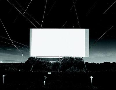 Hiroshi SugimotoUnion City Drive-In, Union City, 1993Silbergelatine50,8 x 61 cmCourtesy Kunsthalle BielefeldFoto: Philipp Ottendörfer, Bielefeld/Frankfurt am Main© Hiroshi Sugimoto