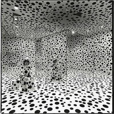 Shigeo ANZAÏ, Yayoi Kusama, Hara Museum of Contemporary Art, Tokyo, October 16, 1992 ©ANZAÏ