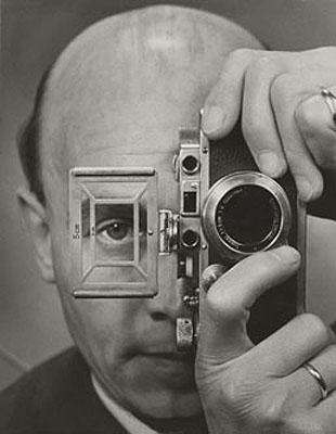 Selbstportrait mit Leica, ca. 1950Courtesy Galerie Kicken, Berlin und Phyllis Umbehr, Unterwössen