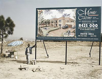 David Goldblatt, George Nkomo hawker, Johannesburg 2002, photograhpy, courtesy Goodman Gallery
