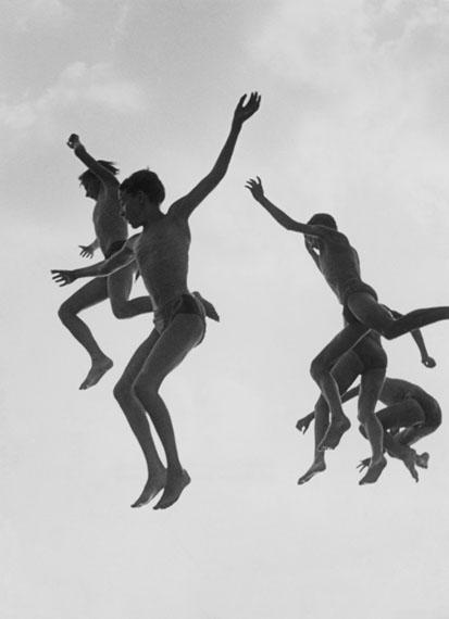 Gotthard Schuh: Jump into the Water, Zurich, 1955/56 © Fotostiftung Schweiz