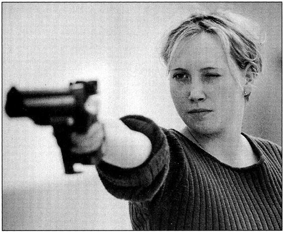 Peter PillerAus/From Schiessende Mädchen (Girls Shooting), 2000-2005Inkjet-Print, 42 x 50 cmCoutesy Capitain Petzel, Berlin© Peter Piller/2014 Pro Litteris, Zürich