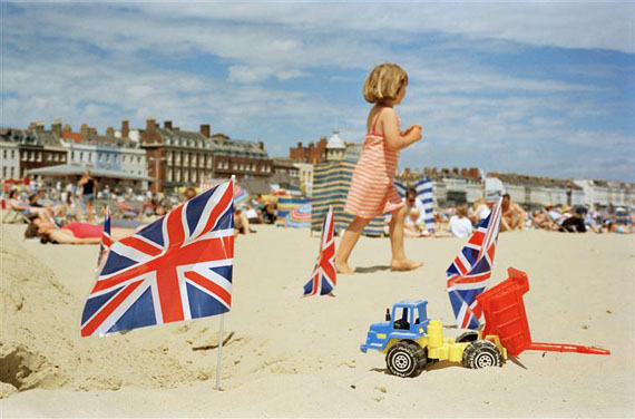 A girl plays on the beach with Great Britain flags. Weymouth, England, GB. 1998. © Martin Parr / Magnum Photos