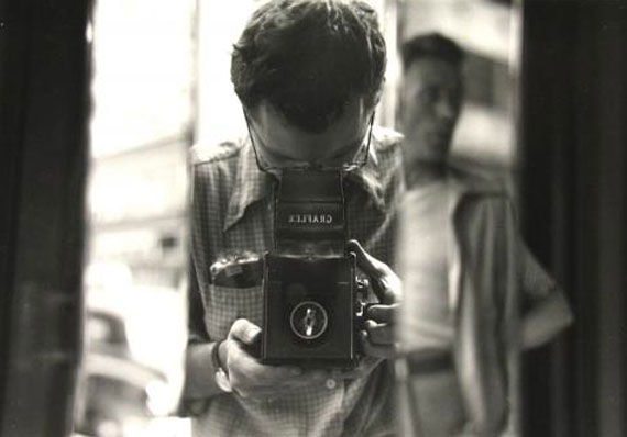 Saul Leiter: Untitled, 1950er (Selbstporträt), © Estate of Saul Leiter, Courtesy Howard Greenberg Gallery, New York