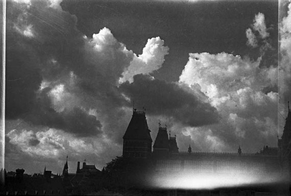 Shifting skies, Willink's clouds above the Rijksmuseum