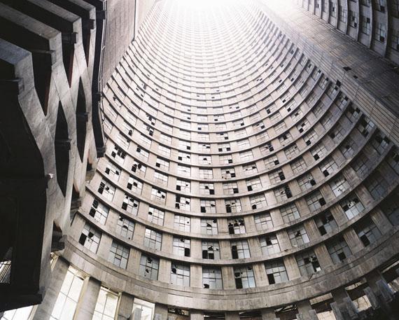 Mikhael Subotzky & Patrick Waterhouse. Looking Up the Core, Ponte City, Johannesburg, 2008