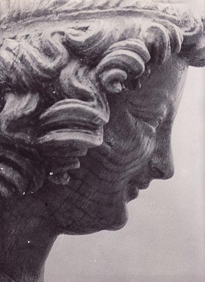 "Erwin Blumenfeld (1897, Berlin – 1969, Rome)""Sourire de Reims"", 1937Vintage gelatin silver print, 1937Photographer's stamp on versoTitled in photographer's hand on versoEstimate € 6.000 - € 8.000, start bid € 3.000"