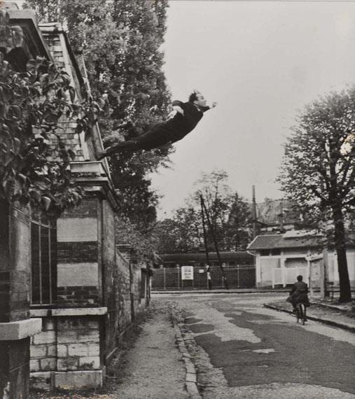 Yves Klein Le saut dans le vide, 1960 photomontageépreuve argentique d'époque....2000 / 3000 €