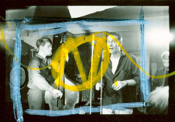 """Will McBride: Auf der Bühne im """"Eden-Saloon"""", Film Still 'Tobby' 1960 © Modern Art Film Archiv, Deutsche Kinemathek/Sammlung Pohland"""
