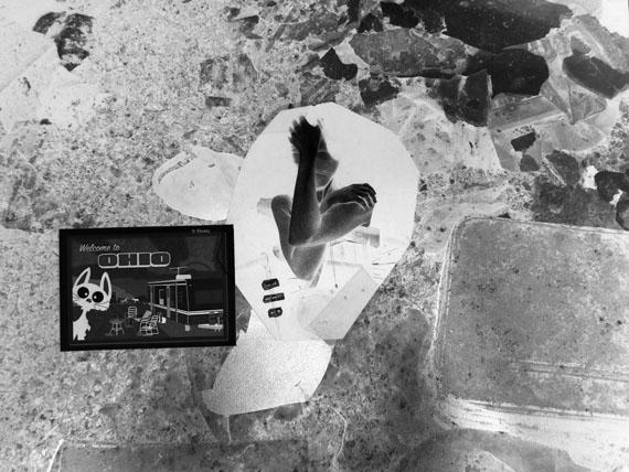 """Clunie Reid: """"Your Higher Plane Awaits"""", 2010Digitaler Druck auf Silver MET, Teil einer Installation, Dimensionen variabel© Clunie Reid und MOTinternational"""