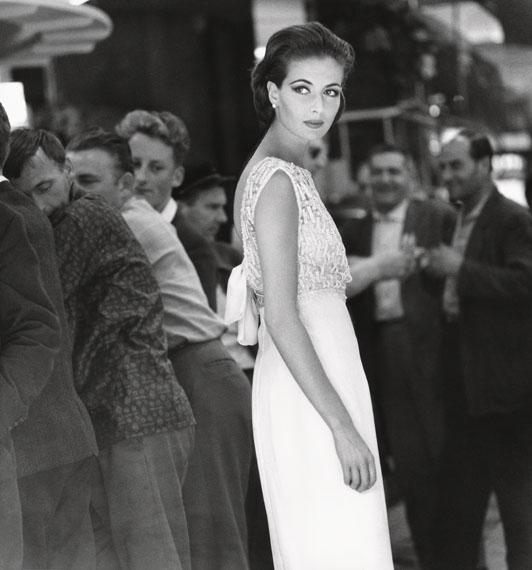 F.C. Gundlach: Gitta Schilling, Kleid von Jean Patou, Paris 1962