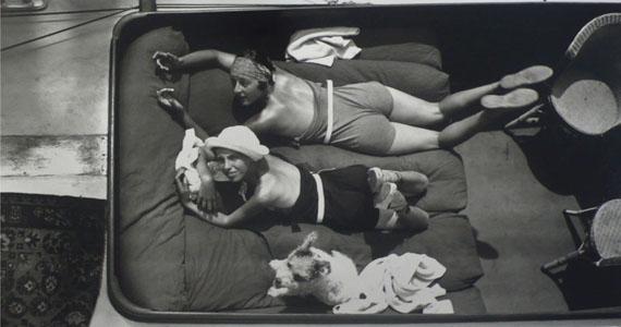 Véra et Arlette, Cannes, May 1927 © Ministère de la Culture - France / A.A.J.H.L. Courtesy Michael Hoppen Gallery