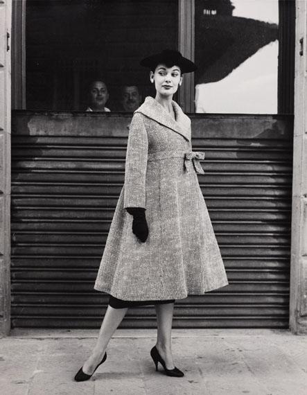 Regina Relang: Modell in Simonetta, Rom-Florenz, 1955© Münchner Stadtmuseum Sammlung Fotografie Archiv Relang