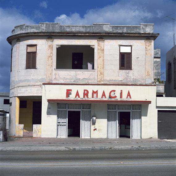 FARMACIA (Havana), 2006© Charles Johnstone / Courtesy Jörg Maaß Kunsthandel