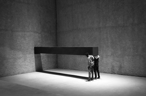 Santiago Sierra, Forma de 600x57x52cm, König Galerie, Berlin, 2016