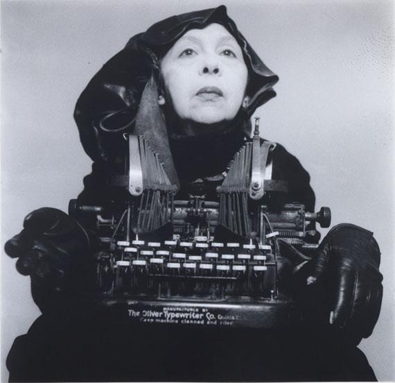 Doamna Oliver în costum de călătorie [Lady Oliver in Traveling Costume], 1980–2012 B/w photograph, 38.9 × 39.5 cm © Geta Brătescu