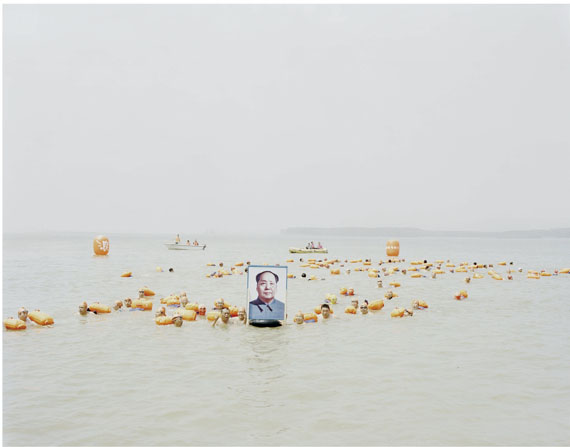 Zhang Kechun: People Crossing the Yellow River with a Photo of Mao Zedong, Henan, 2012, Inkjet Print, 120 x 147 cm © Zhang Kechun