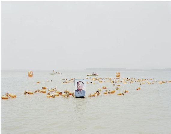 Zhang Kechun: People Crossing the Yellow River with a Photo of Mao Zedong, Henan, 2012, Inkjet Print, 120 x 147 cm © Zhang Kechun