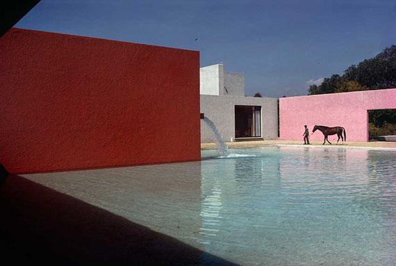 René Burri: Building by Luis Barragan, San Cristobal, Mexico City, 1976Signed C-Print, 40 x 50 cm© René Burri/Magnum Photos