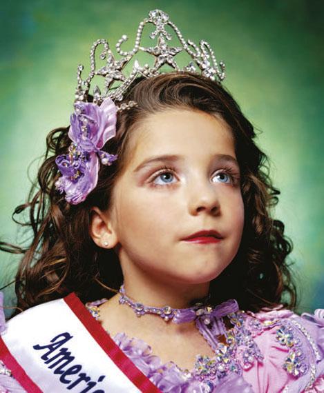 Andres Serrano, Jewel-Joy Stevens, America's Little Yankee Miss (America), 2003 © Andres Serrano, Courtesy de l'artiste et Galerie Nathalie Obadia Paris / Bruxelles