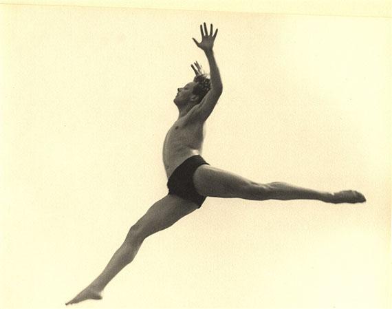 Ilse Bing, Dancer. Ballet Errante, 1932, gelatin silverprint, vintage print, 22,2 x 27,9 cm / 8 3/4 x 11 inCourtesy Galerie Karsten Greve Paris, Cologne, St. Moritz