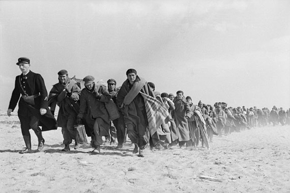 Exiled Republicans being transferred from one part of an internment camp for Spanish refugees to another.Le Barcarès, France, March 1939© Robert Capa © International Center of Photography/Magnum Photos