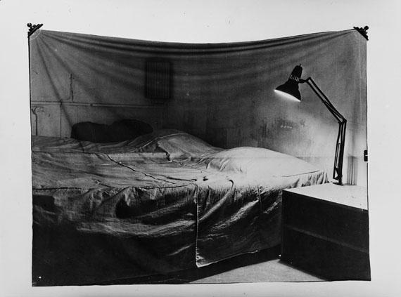 Balthasar Burkhard/Markus Raetz: Das Bett (Bed), 1969/70 © Estate Balthasar Burkhard