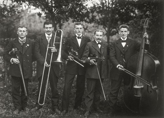 August Sander: Country Band, 1913© Die Photographische Sammlung/SK Stiftung Kultur – August Sander Archive, Cologne;VG Bild-Kunst, Bonn 2017