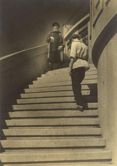 Margaret Bourke-White A Workers' Club in Moscow. 1930Silbergelatineabzug. 33,9 x 24,1 cm Schätzpreis EUR 4.000 - 6.000